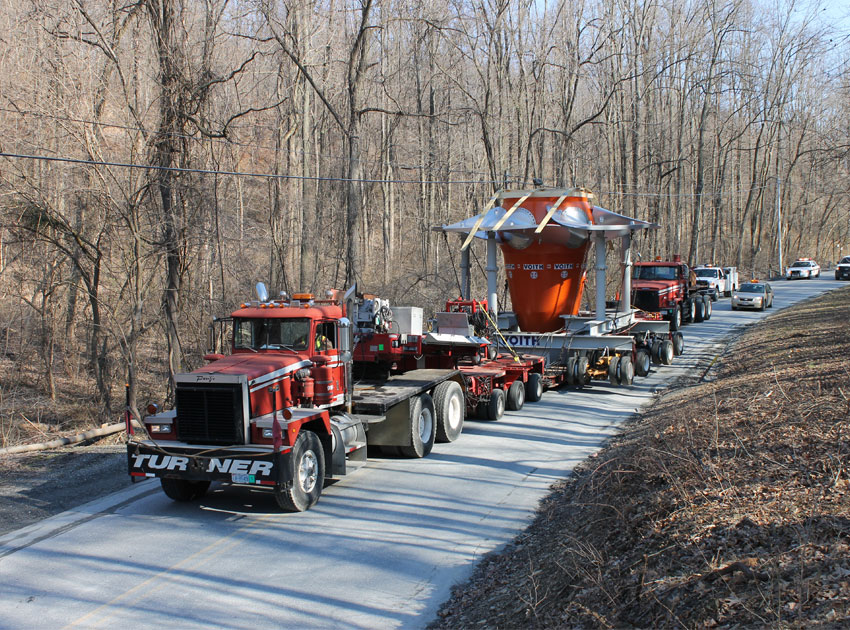 With careful planning and the best equipment, we move a water turbine to a hydroelectric plant.